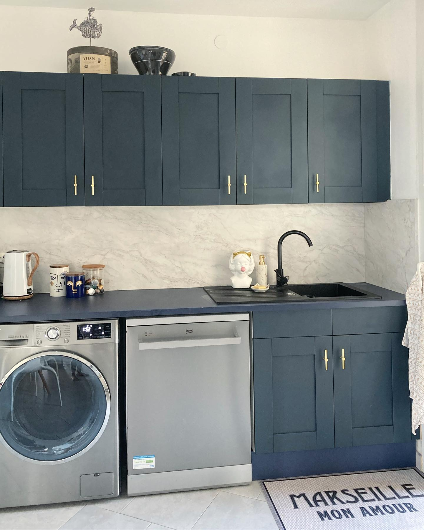 meuble de cuisine bleu sur mesure