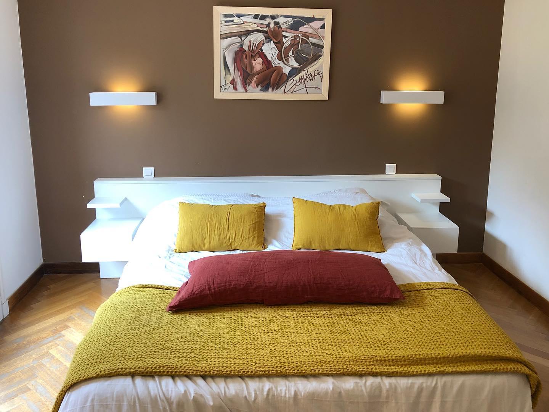 tête de lit sur mesure avec rangements intégrés