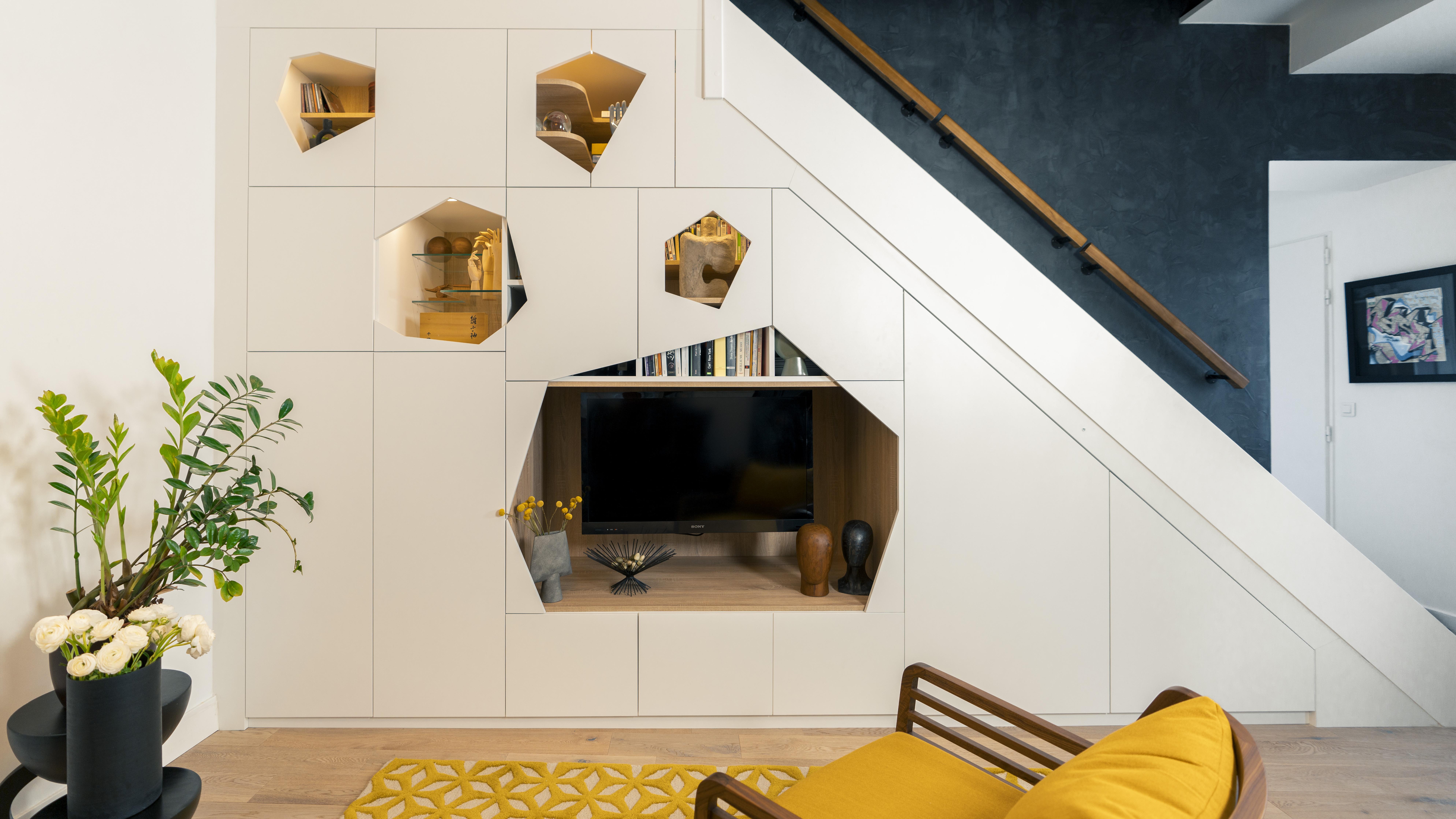 meuble tv bibliothèque sous escalier
